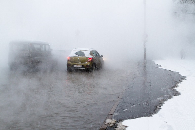 ВПетербурге такси провалилось влужу скипятком