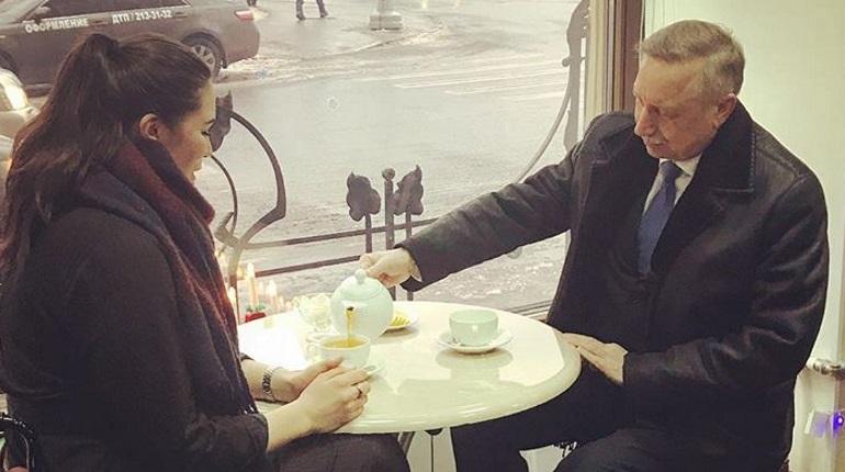 Александр Беглов выпил чаю с активисткой Натальей Камолинковой
