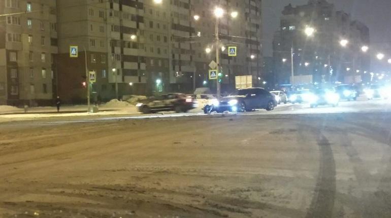 BMW и Ford столкнулись на пересечении Богатырского и Стародеревенской