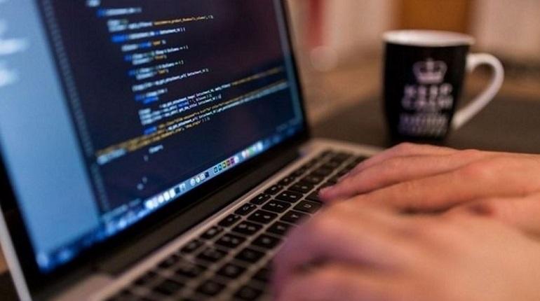 Депутаты ЗакСа хотят помочь рублем НКО за сообщения об опасностях в интернете