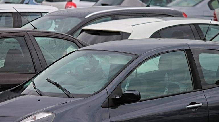 Депутаты выступили в защиту бесплатной парковки на Маршала Жукова