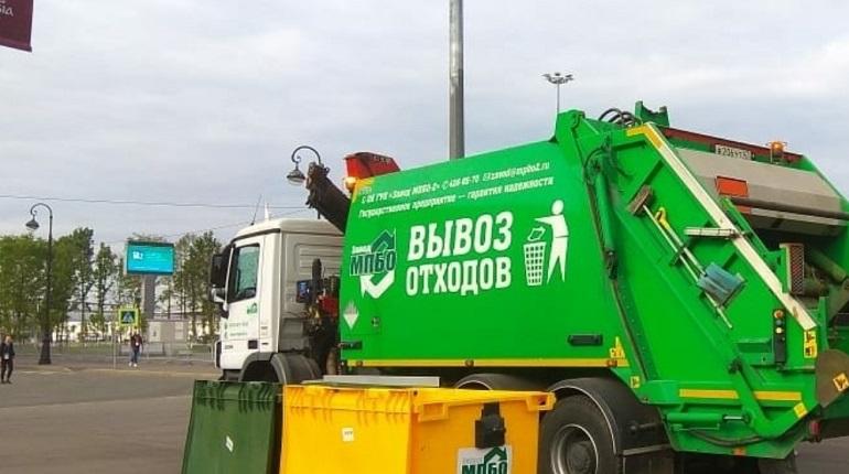 В Ленобласти сотрудники ДПС проверили более 100 мусоровозов с опасными отходами