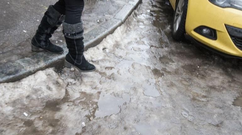Петербуржцев предупредили об опасной гололедице