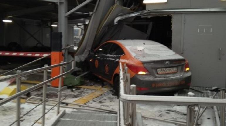 Автоледи разгромила охранный пост «Зенит Арены» в Петербурге