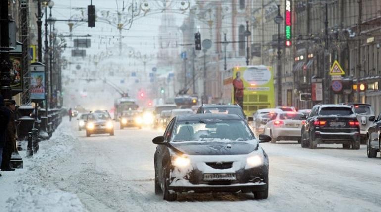 Снегопад собрал восьмибальные пробки в Петербурге