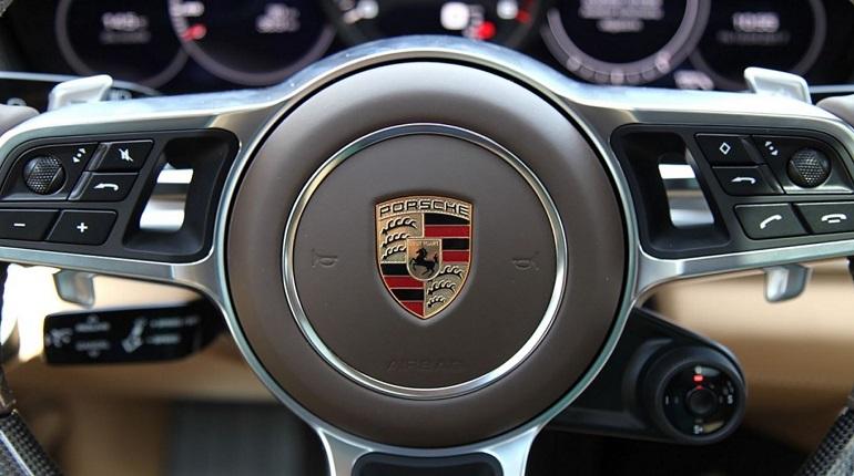 Porsche вместо уборки Невского района: в отношении подрядчика возбудили уголовное дело