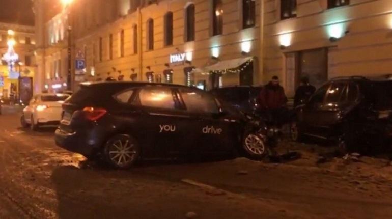 Авария на Большой Морской улице в Петербурге. Фото: ДТП и ЧП Санкт-Петербург