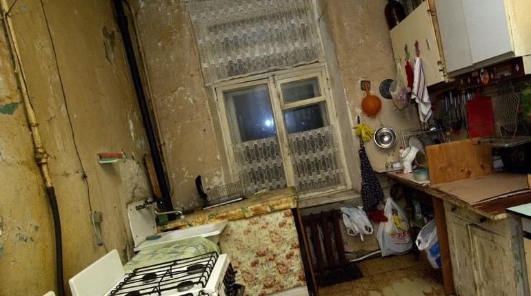Органы опеки забрали двух детей из наркопритона в коммуналке в Красном Селе