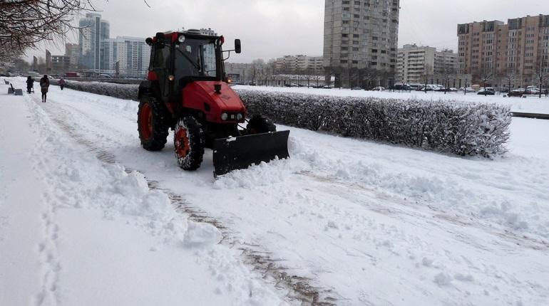 С улиц Петербурга вывозят снег. Фото: Baltphoto/Елена Яковлева