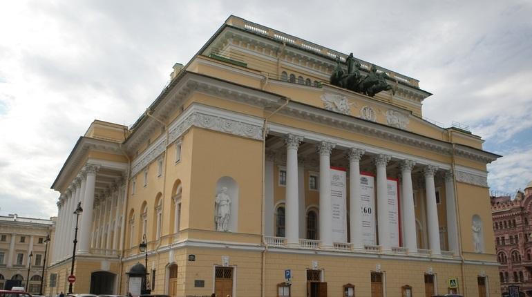 В Александринском театре объяснили увольнение актера Ильи Деля