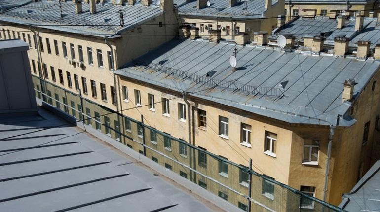 Полицию отправят дежурить у входов на крыши в центре Петербурга
