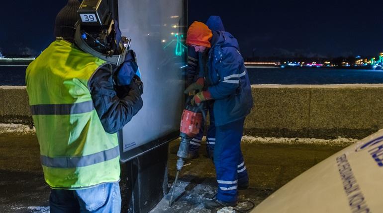 В Петербурге демонтируют более 1 500 рекламных вывесок