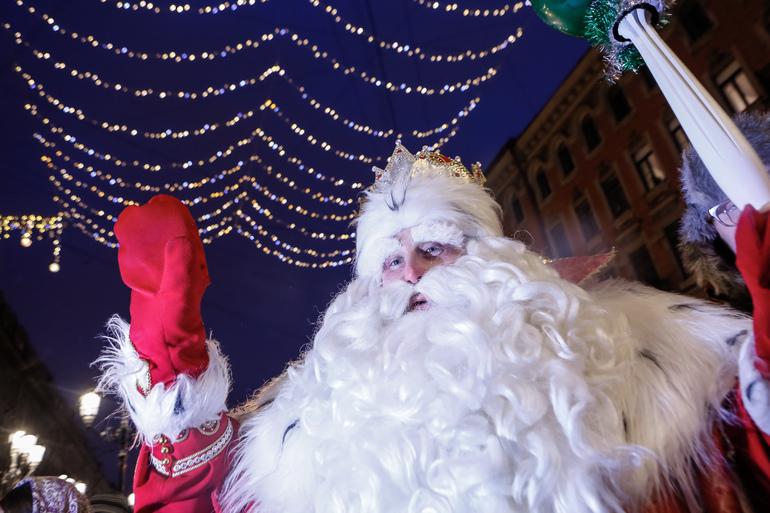 Петербуржцев зарядят новогодним настроением перед праздниками