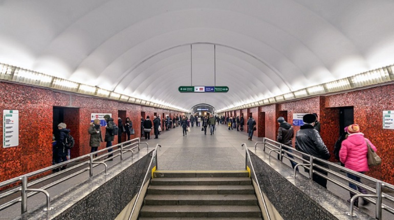 В Петербурге до конца 2025 года капитально отремонтируют семь станций метро