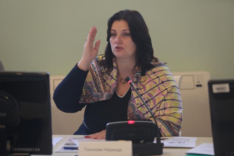 Депутат Надежда Тихонова на круглом столе
