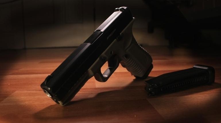 В Большой Ижоре задержали подозреваемых в разбое с пистолетом