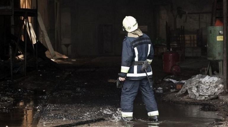 В Петербурге тушат пожар. Фото: Baltphoto