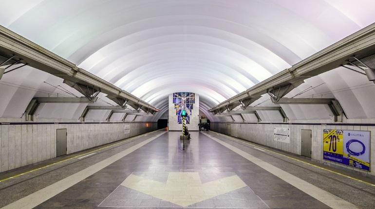 Ремонт эскалатора ограничит работу метро «Чкаловская» на неделю