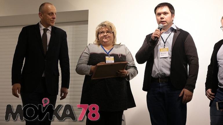 Активисты Бугров поздравляют читателей «Мойки78» с Новым годом