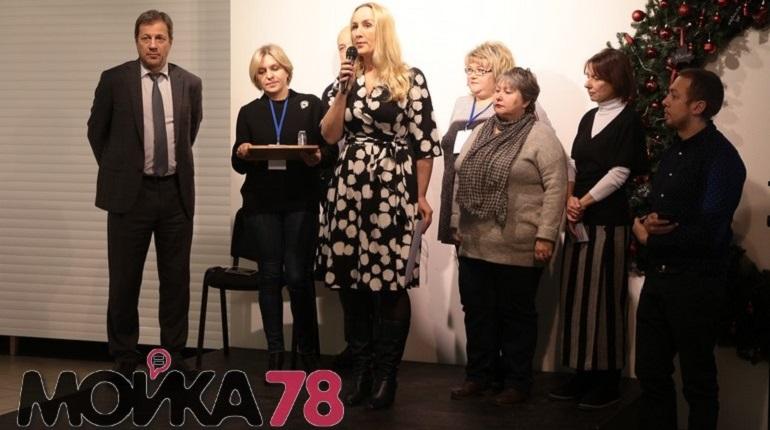 Активистка Ремесленной, 5 поздравляет Петербург с Новым годом