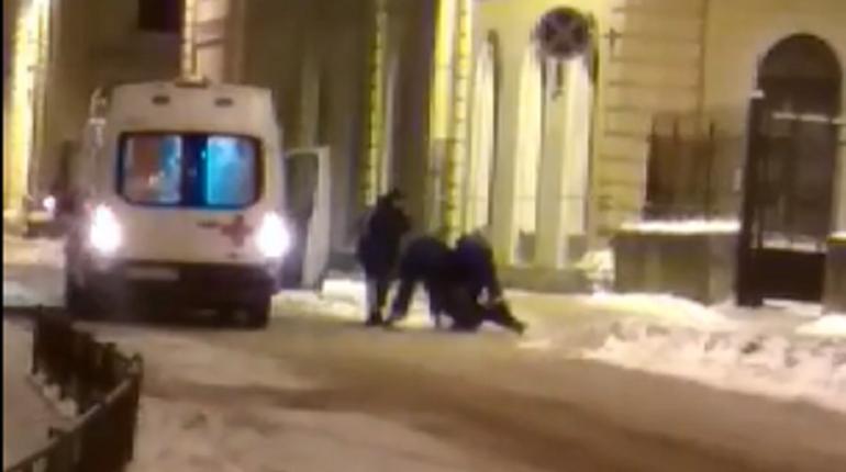Нападение на сотрудника «скорой» в центре Петербурга заинтересовало СК