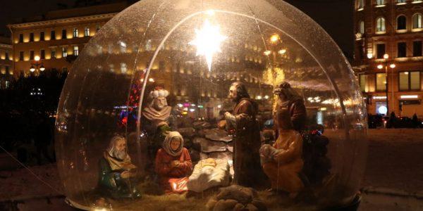 Рождественская инсталляция у Казанского собора
