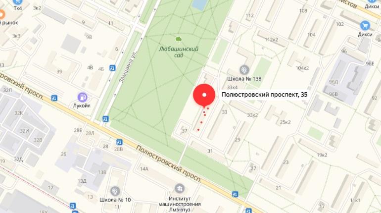 Двор на Полюстровском проспекте заливает водой