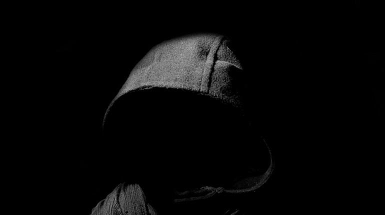 Пытался задушить и бил по голове: на Синопской набережной неизвестный напал на двух женщин