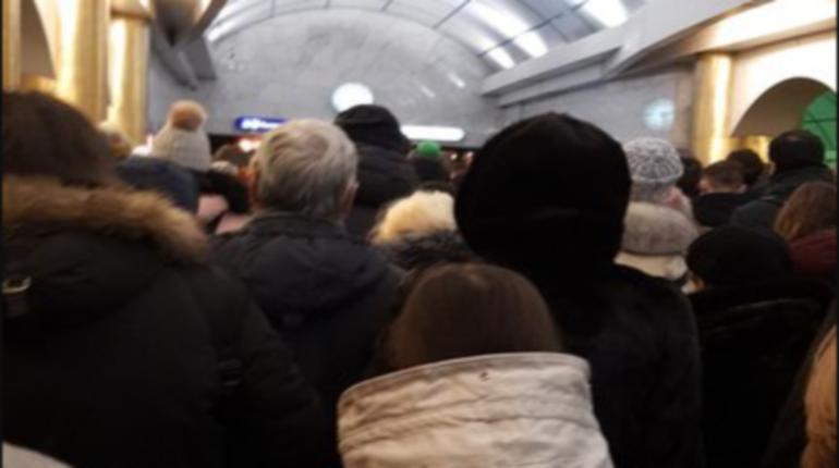 «Бухарестскую» и «Международную» закрывали из-за неисправности состава