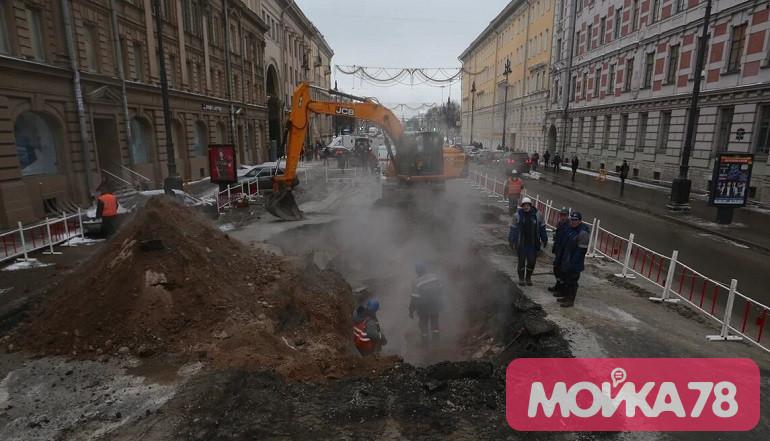 Прорыв трубы на Московском проспекте. Фото: Мойка78/Валентин Егоршин