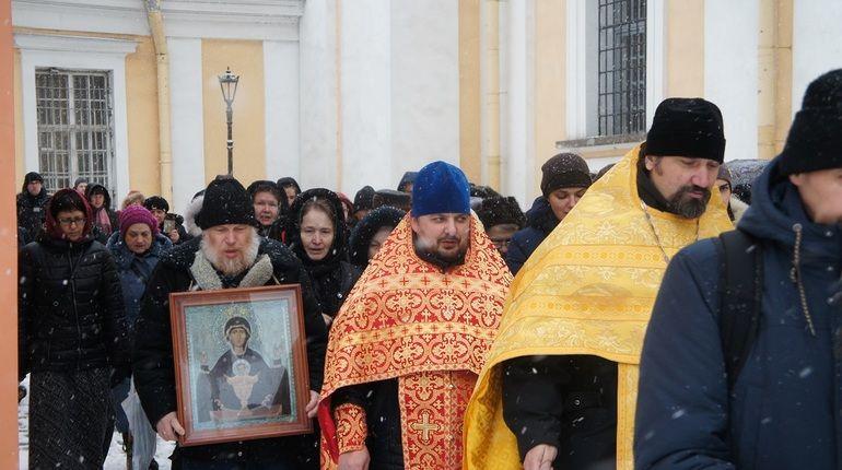 Петербургских трезвенников зазывают на крестный ход