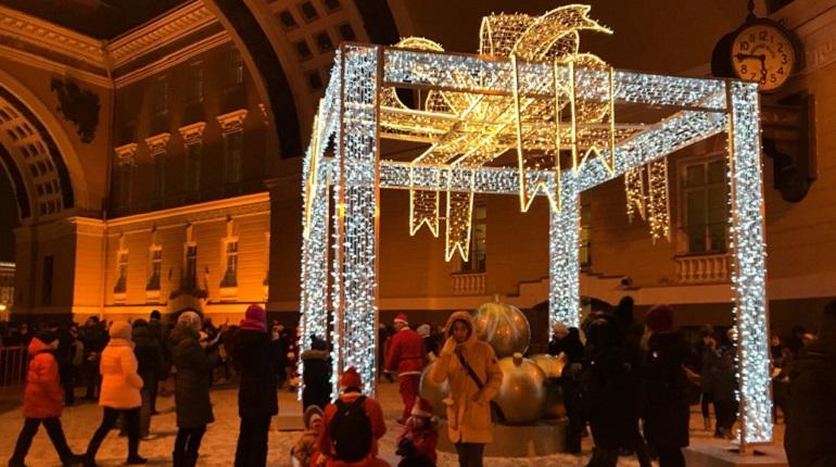 Скудно украшенный Петербург покажут детям