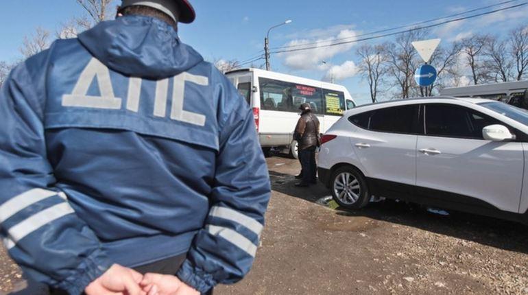 Инспекторы ДПС отпустили возможных наркоманов за 70,5 тысяч