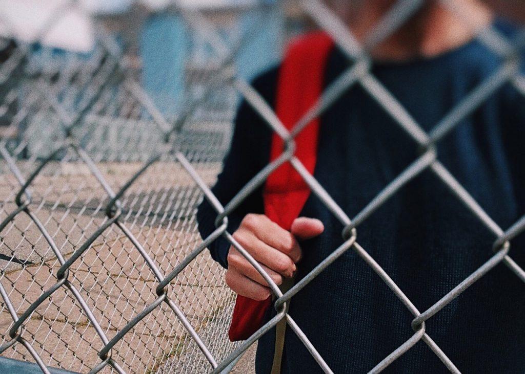 Юного петербуржца, задержанного за распитие алкоголя, отказалась забирать мать