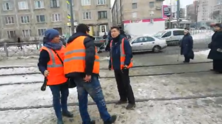 Драка водителей трамваев в Петербурге. Фото: скриншот видео vk.com/spb_today