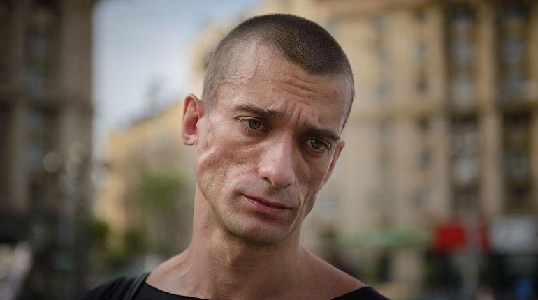 В Париже задержали художника Павленского — за бандитизм