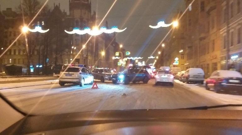 В сеть выложили снимки тройной аварии на Измайловском