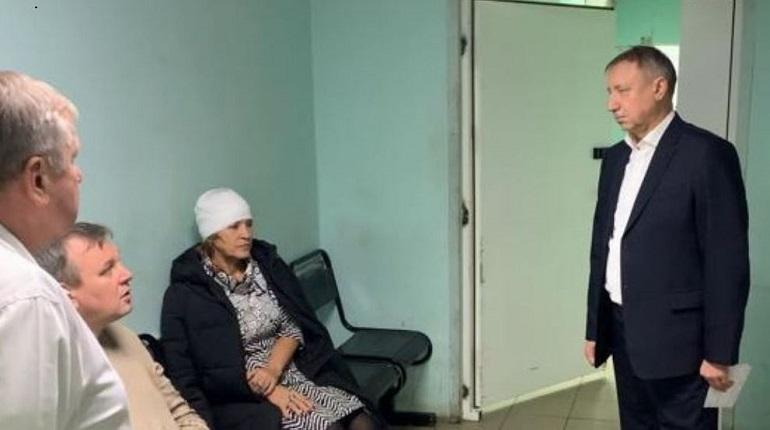 Александр Беглов навестил людей, которые пострадали во время пожара на Ленинском проспекте. Фото: www.gov.spb.ru
