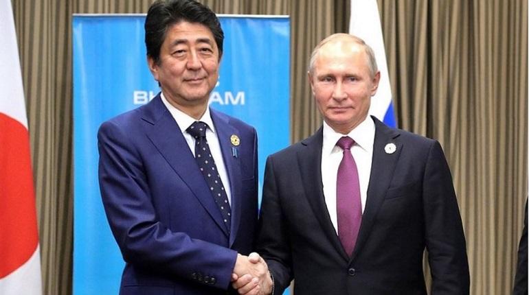 Премьер Японии может не приехать в Москву на 75-летие Победы