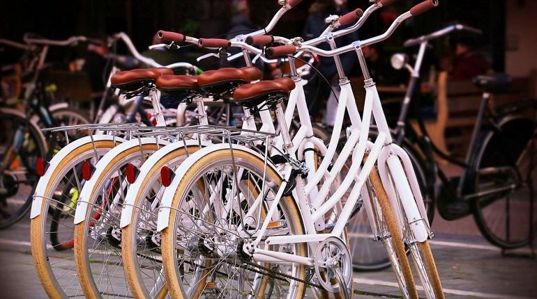 Теплый май подогрел спрос на велосипеды в Петербурге
