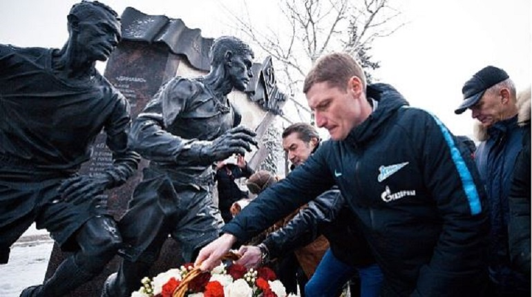 Футболисты «Зенита» приняли участие в петербургской акции памяти