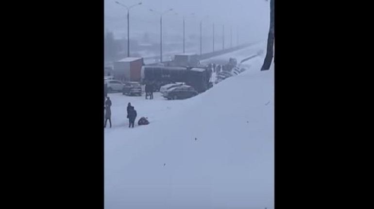 Опубликовано видео с места масштабной аварии в Подмосковье
