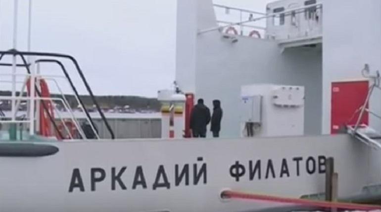 Паром «Аркадий Филатов» продолжает работать на Свири