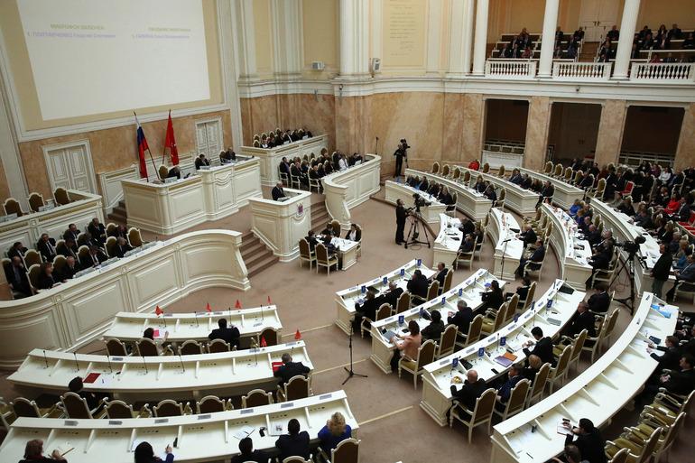 ЗакС Петербурга намерен добиться моратория на сделки с недвижимостью профсоюзов
