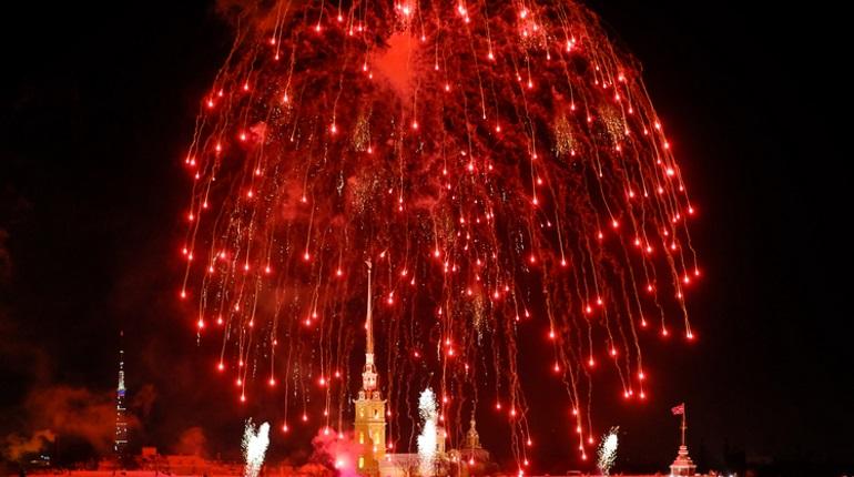 В Петербурге прогремел салют в честь Дня защитника Отечества. Фото: Baltphoto