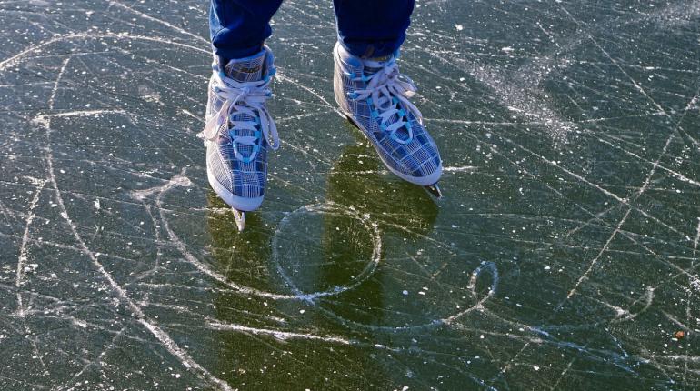 Спасатели рассказали, как надо кататься на коньках в Ленобласти