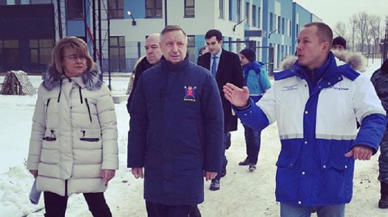 Врио губернатора Александр Беглов на объезде. Фото: Андрей Кибитов