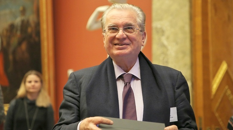 Пиотровский и Басилашвили просят выбрать почетных граждан Петербурга