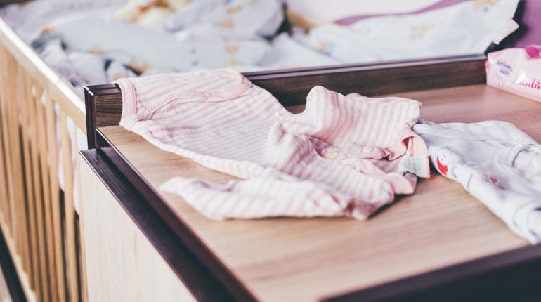 Упавшего в Янино с кровати ребенка спасают врачи