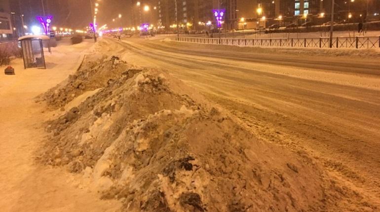 Заваленные снегом тротуары у